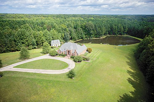 Featured Property in MAIDENS, VA, 23102